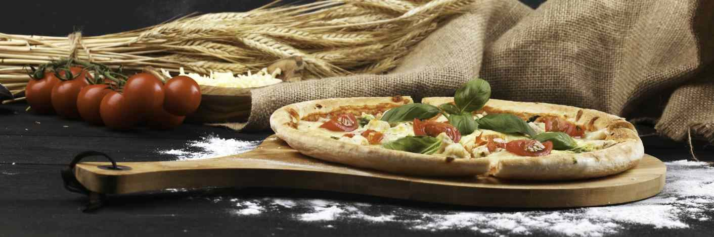Pizza frisch aus dem Ofen