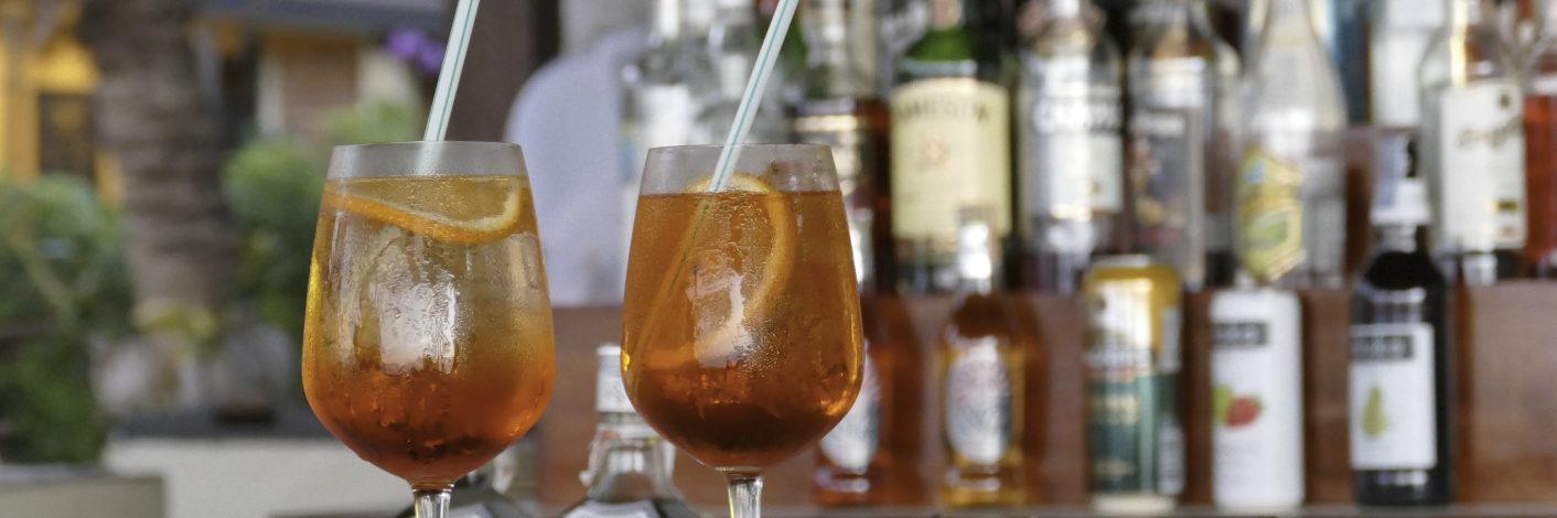 Spritzige Sommer Drinks genießen